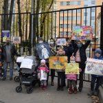Акция против увольнения врачей в Левобережном закончилась приездом полиции