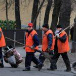 Бастовавшие дворники САО пожаловались на нехватку рабочих рук и маленькие зарплаты