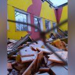 Снег проломил крышу в доме культуры в Западном Дегунино